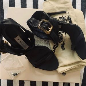 Burberry Shoes - Burberry Trench Buckle  Maryam 100 pumps